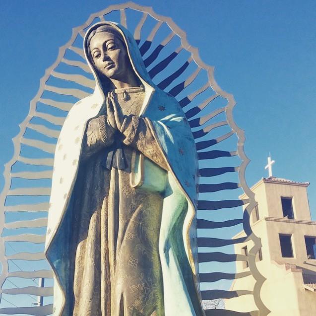 la virgen statue